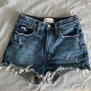 BNWOT Abercrombie Curve Love High Rise Mom Shorts